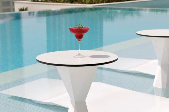 mosaic-pool-lounge