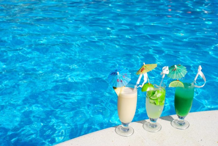 happy-hour-at-mosaic-pool-lounge