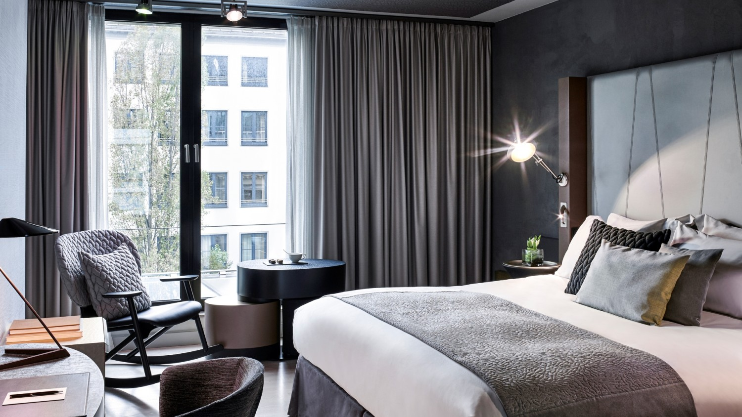 superior room sofitel munich bayerpost luxury hotel. Black Bedroom Furniture Sets. Home Design Ideas