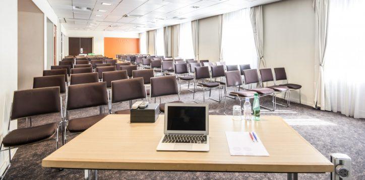 meeting-room-capacity