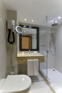 superior room twin beds bosphorus view bath 1