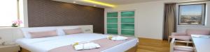 deluxe room 1 double bed bosphorus view room 1