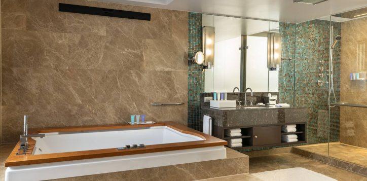 presidential-suite-bathroom