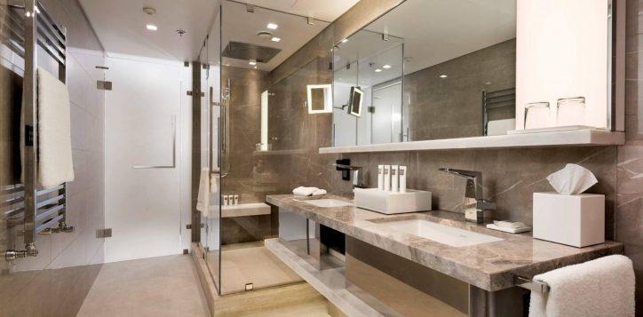 executive-corner-bosphorus-view-room-bathroom-3-min-2