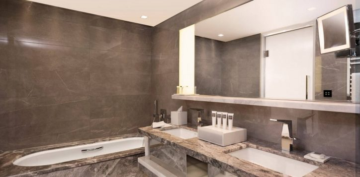 corner-room-bosphorus-view-bathroom-1
