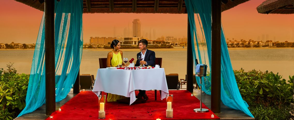 romantic-dinner-under-the-stars