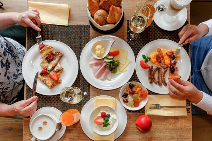 exclusive-breakfast-promotion