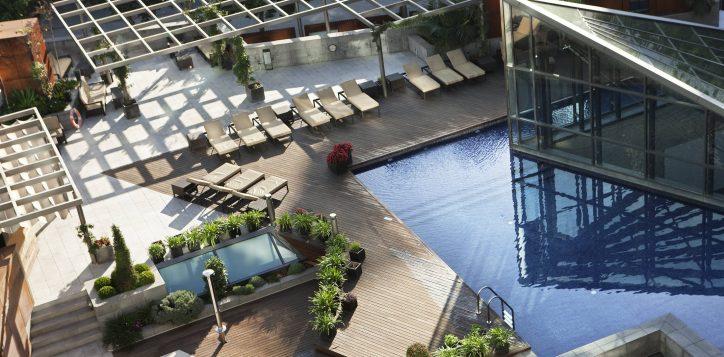 terrasse-piscine-de-la-cour-interieure-de-lhotel