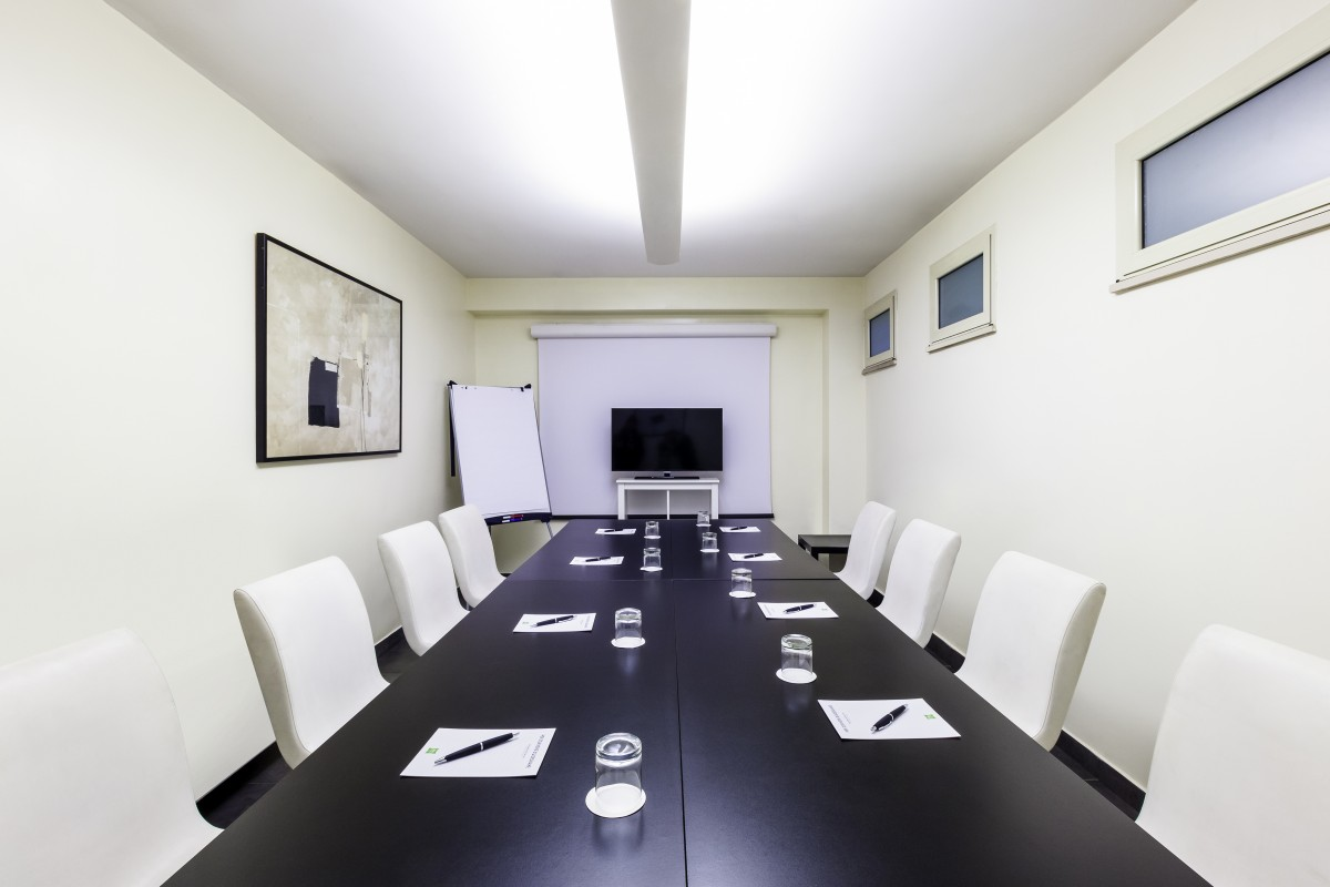 fuchsia-meeting-room