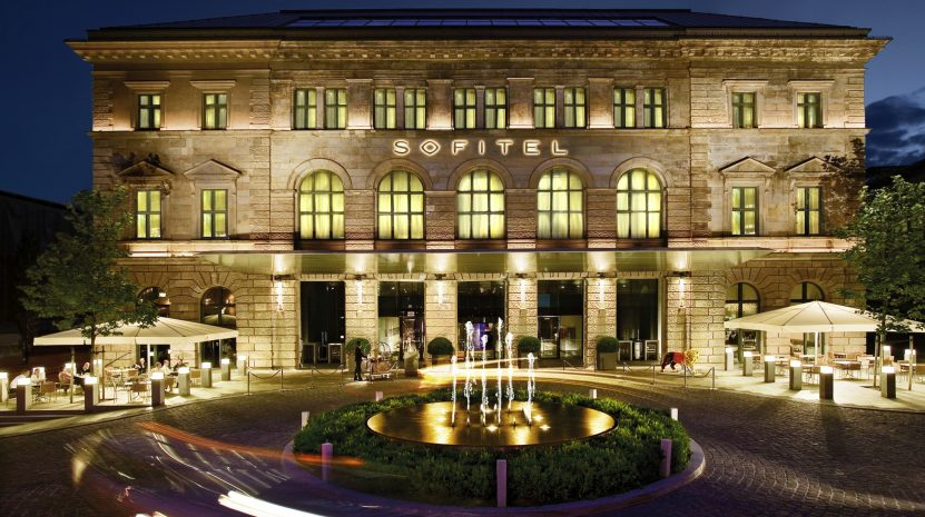 pressemitteilung-sofitel-munich-bayerpost-world-luxury-restuarant-award_en