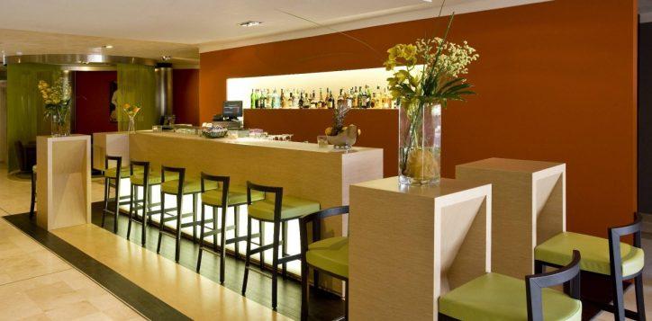 la-vista-lobby-bar