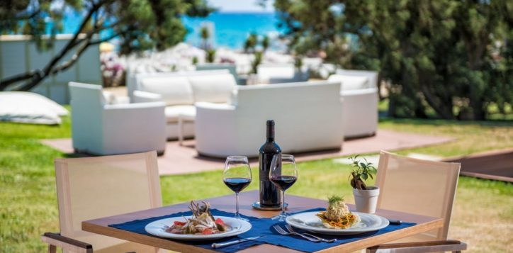 i-ginepri-beach-restaurant-lunch-time