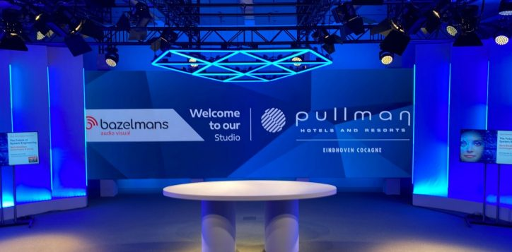 studio-pullman-blauw
