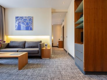 superior-suite-1-king-size-bed-separate-living-room