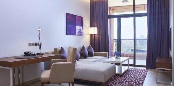 2br-suites-living