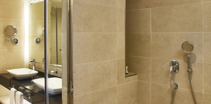 mercure-bathroom-3-3