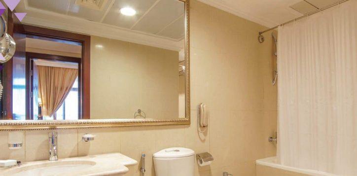 1-br-bathroom-cal