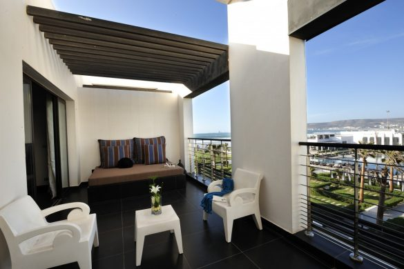 prestige-suite-1-king-size-bed-lateral-ocean-view