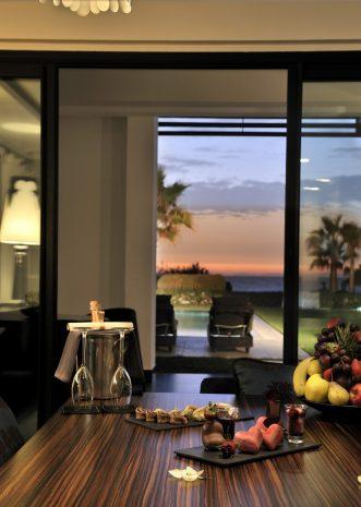 suite-opera-1-lit-king-piscine-privee-vue-jardin