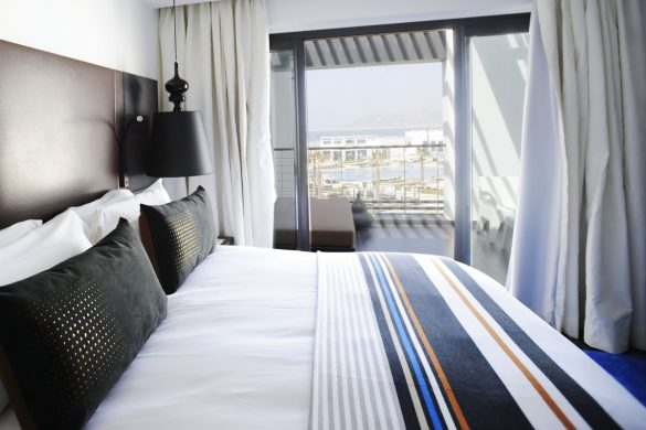 superior-room-ocean-and-pool-view-1-king-size-bed