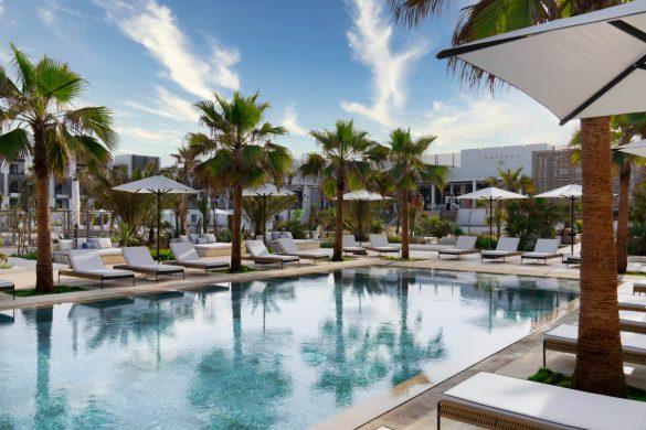 pool-lounge