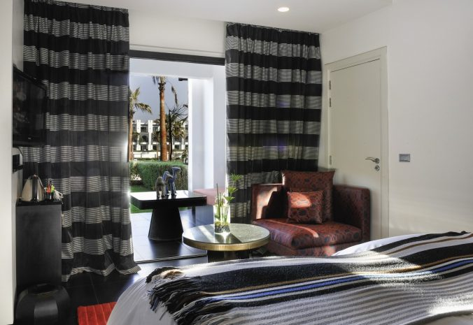 room-luxury-1-king-size-bed-garden-view