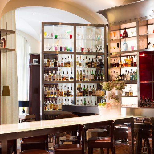 Le Bar Long
