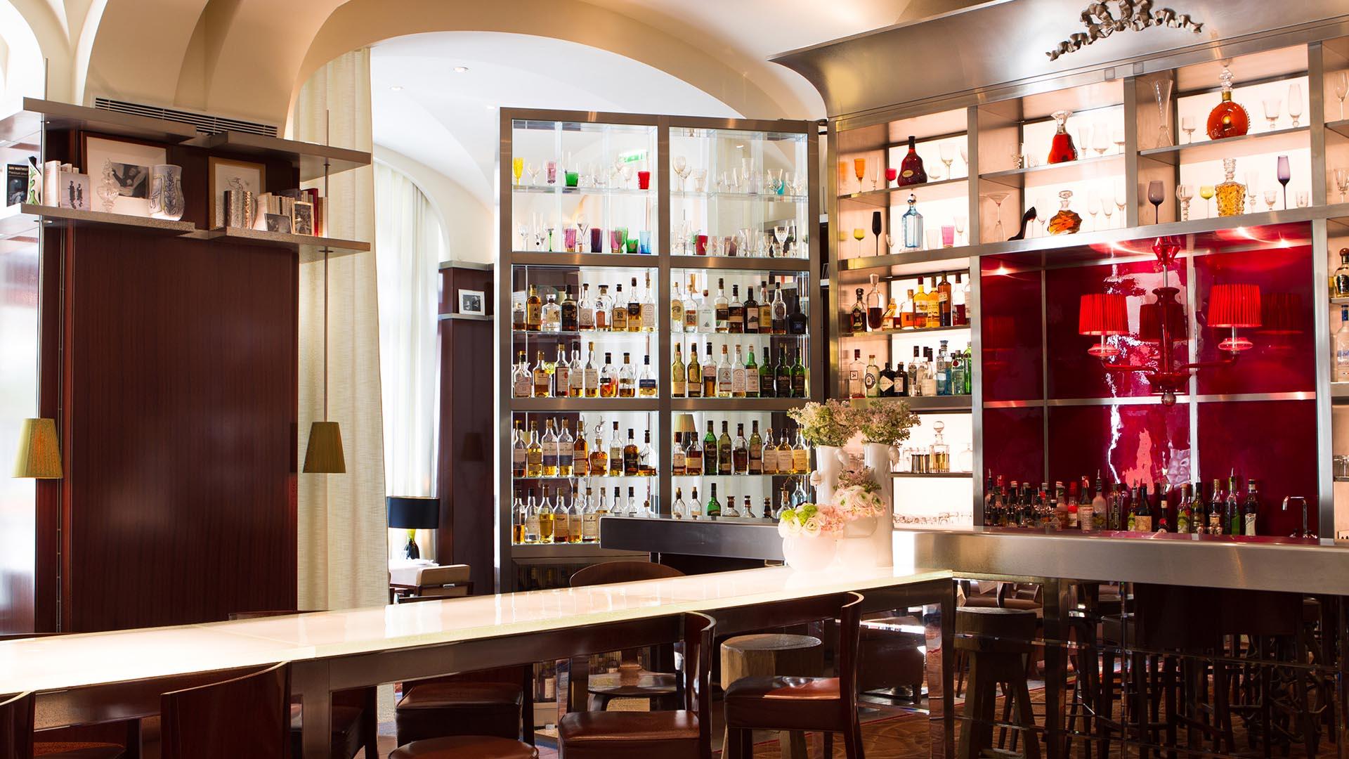 le bar long bar cocktail de l 39 h tel le royal monceau. Black Bedroom Furniture Sets. Home Design Ideas