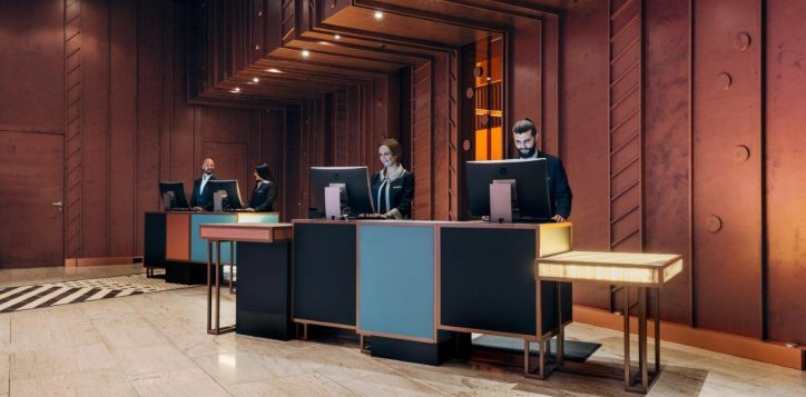 pullman_berlin_schweizerhof_reception_desk