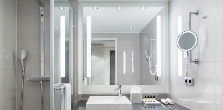 pullman_berlin_schweizerhof_deluxe_room_03