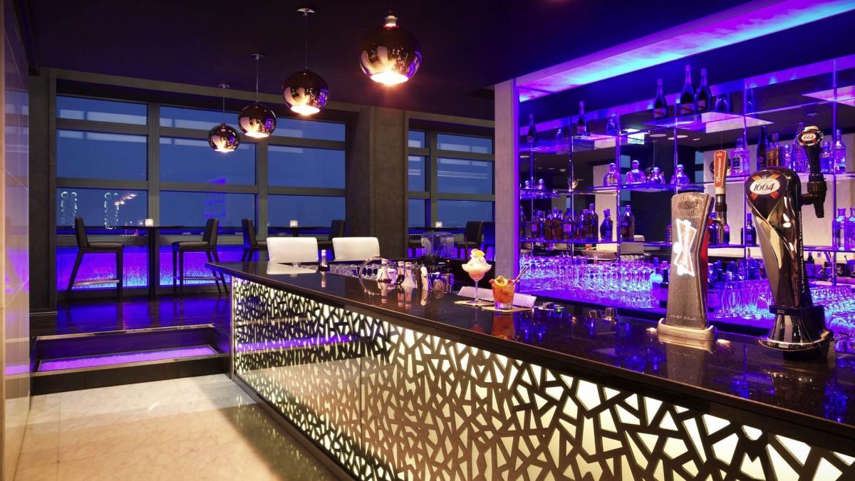 Sofitel Abu Dhabi Corniche Jazz Fizz Bar