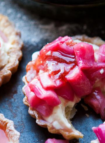 rhubarb-pastries-cakes