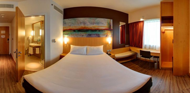 premium-room-queen-size-bed