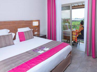 la-classique-avec-un-lit-double-et-balcon