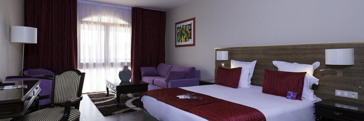 suite-with-double-bed-and-sofa