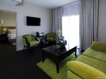 la-suite-avec-lit-double-et-sofa