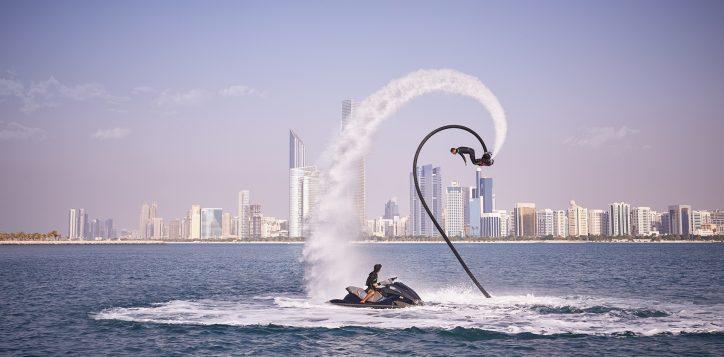 abu_dhabi_corniche_fly_board